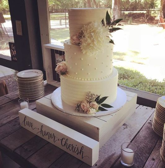 3-tier wedding cake display