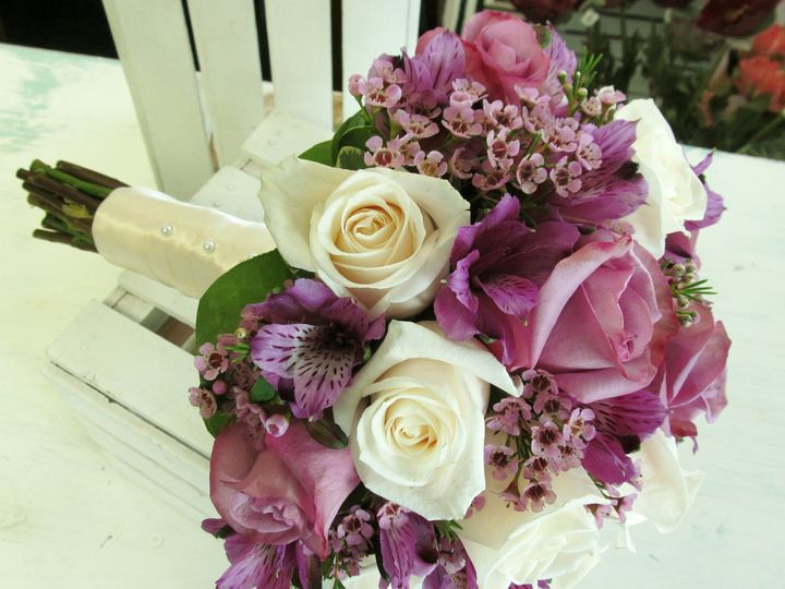 Tmx 011 51 436301 160935700721571 North Tonawanda, NY wedding florist