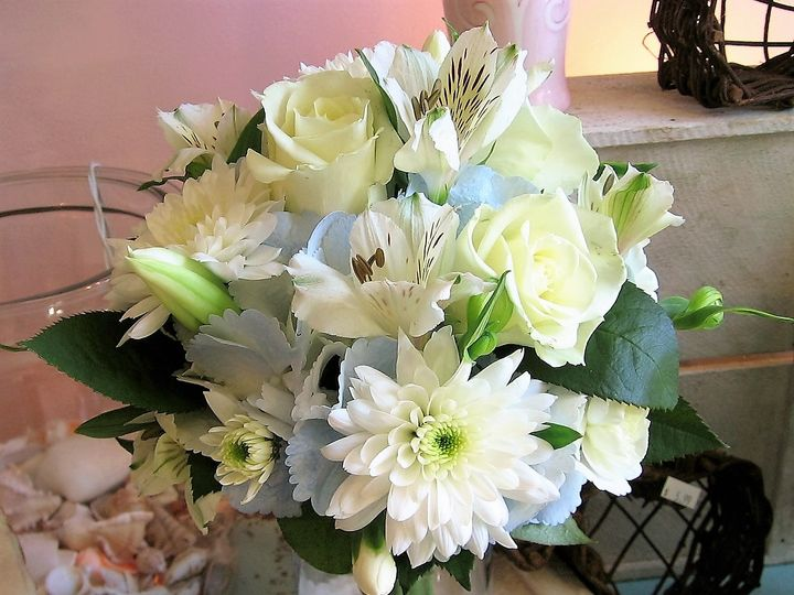 Tmx Bride Flowers 2 51 436301 160935581283308 North Tonawanda, NY wedding florist