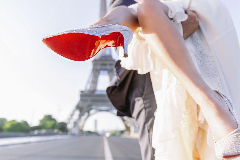 Paris Wedding Photographer: wedding portraits at the Eiffel Tower