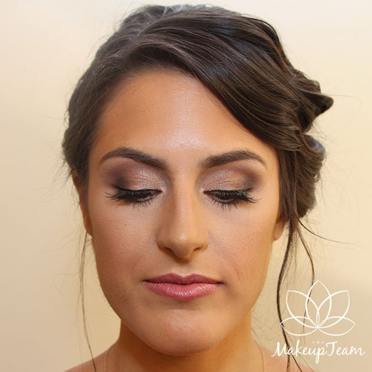 Brown smokey eye with pink lip
