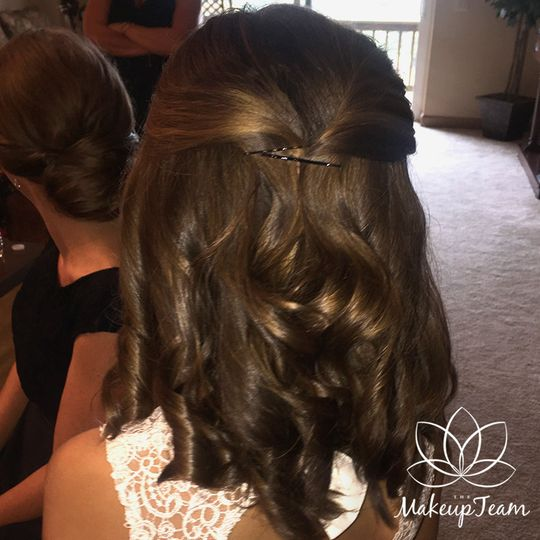 Half pinned hairdo with curled ends