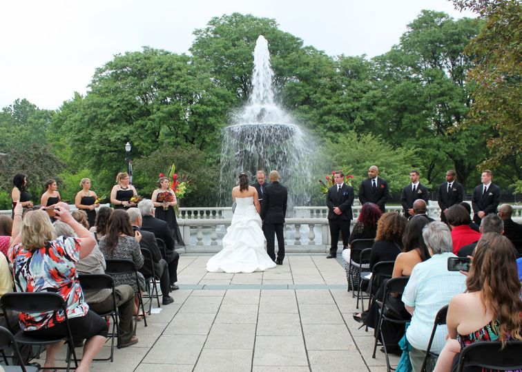 Wedding by the fountain