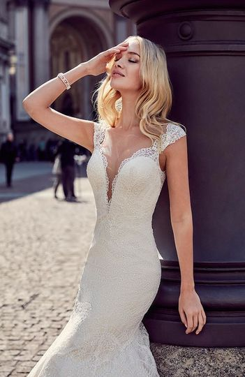 V-neck wedding gown