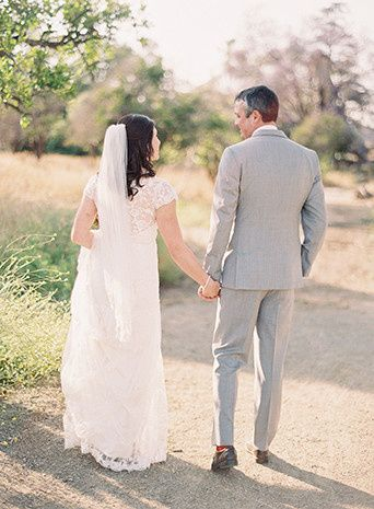 hamilton oaks winery rustic wedding back of bride