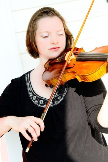 Laura began playing the violin at age 4, and furthered her studies in Japan and Norway