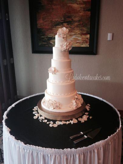 la dolce vita bake shop wedding cake auburn ny weddingwire. Black Bedroom Furniture Sets. Home Design Ideas
