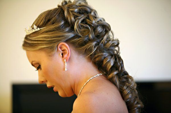 Bridal hairdo and accessories