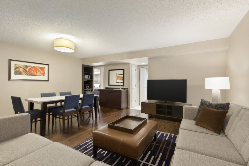 chilm1king2doublebed2bedroomsuite02