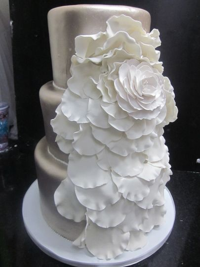 3 tier platnum/gold finish with fondant petal detail