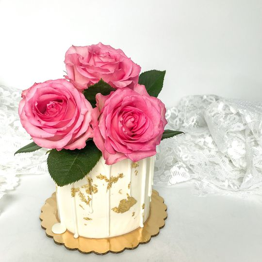 Cut cake with roses & gold