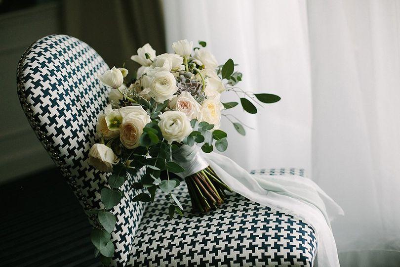 White & dusty bouquet