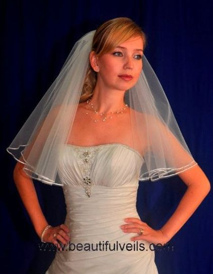 Shoulder length veil