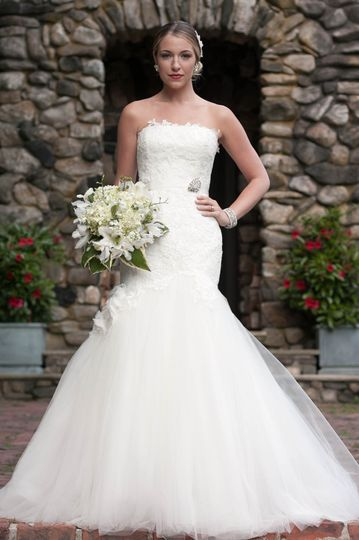 wedding gown and bridesmaid dresses for your hartford ct wedding