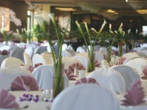 41e694d995ceefdc Wedding Hotel Table Flowers 800 300x225