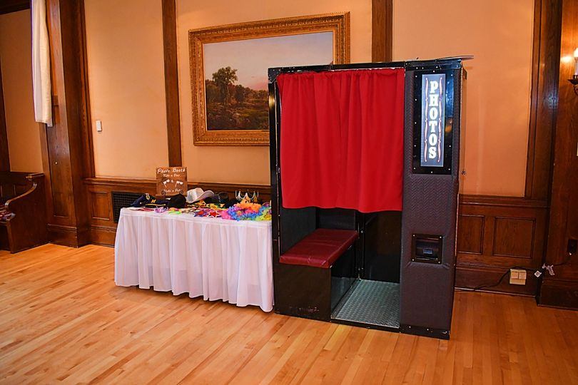 Elegant Photo Booths!