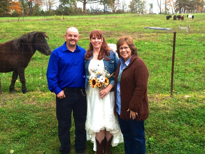 Couple with the officiant