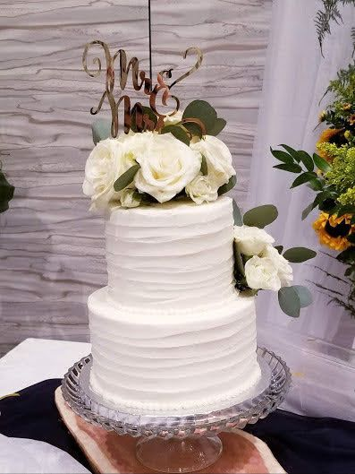 Tmx White Roses 3 51 1036601 160528758774060 High Springs, FL wedding cake