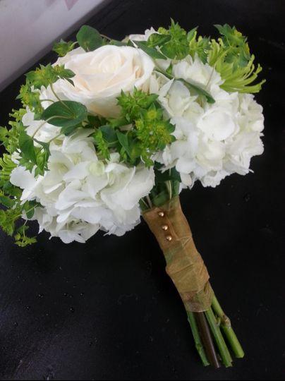 Hydrangea and vendella roses