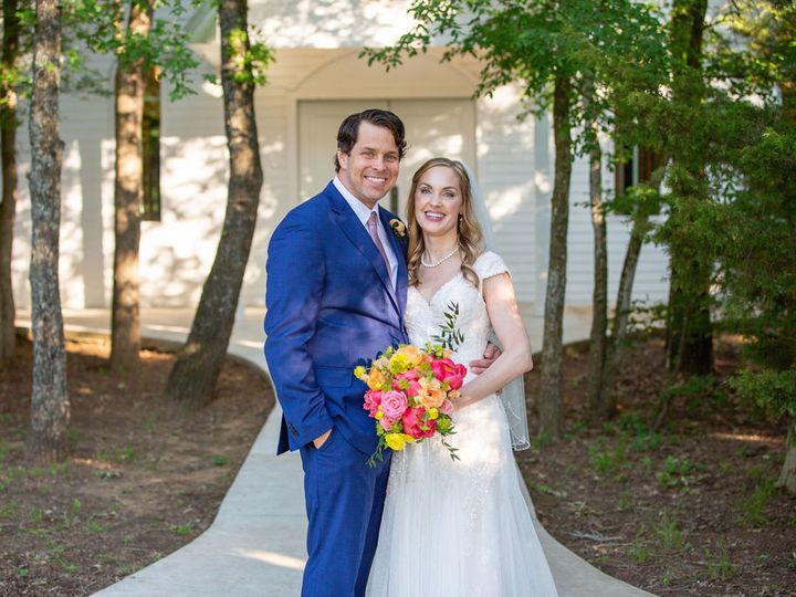 Tmx 5 14 21daviewedding 00388 Bride And Groom In Front Of Chapel 51 1780701 162351837786773 Decatur, TX wedding venue