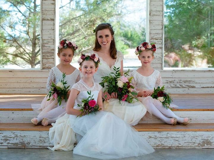 Tmx Bride And Flowergirls At The Altar 51 1780701 161066376946693 Decatur, TX wedding venue