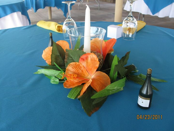Centerpiece of simple yet colorful design