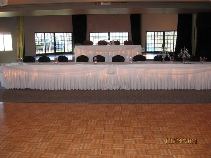 Sweetheart and Head Table with chairwraps and liighting