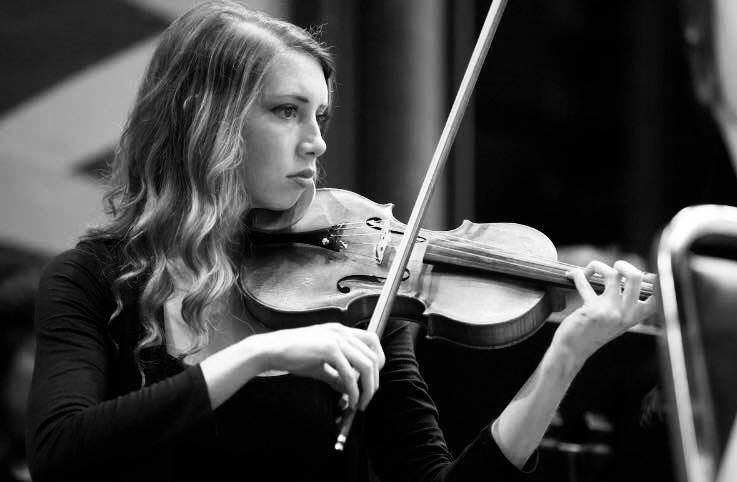 Playing the violin in black and white