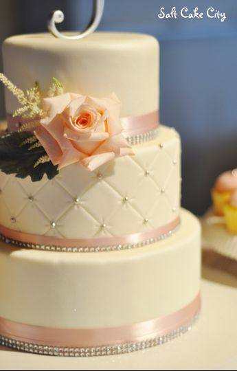 blush quilted wedding cake cupcakes 3