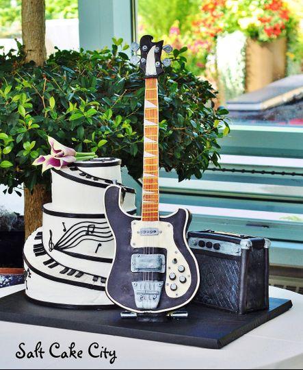 3d standing guitar cake 2