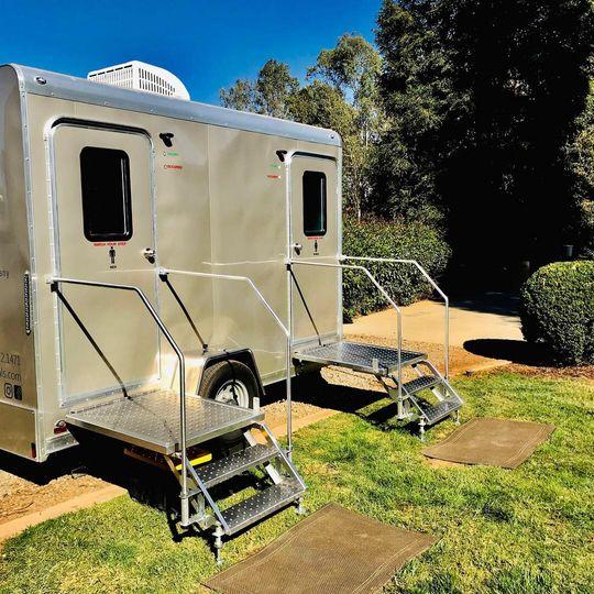 2-stall trailer