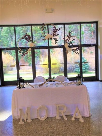 Sweetheart table in the fall