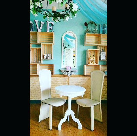 photo bridal bar table chairs