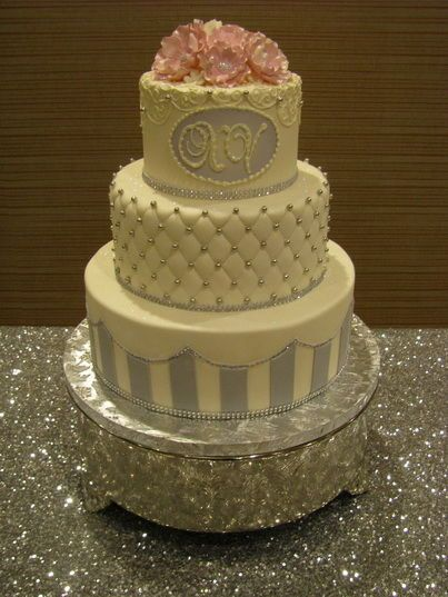 Tmx 1516842569 30a4d15eb82b036b 1516842568 F9ddea018b2ae070 1516842559406 13 CDLC028 Renton, WA wedding cake