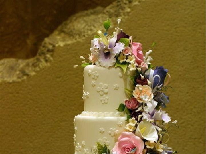 Tmx 1516842576 8c8cc5c7299706df 1516842574 74be8566dd3036af 1516842559692 26 CDLC069 Renton, WA wedding cake