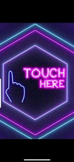 Interactive touchscreen mirror