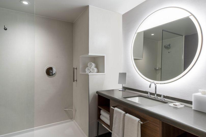 Courtyard Room Bathroom