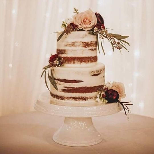 Wedding cake with rustic details