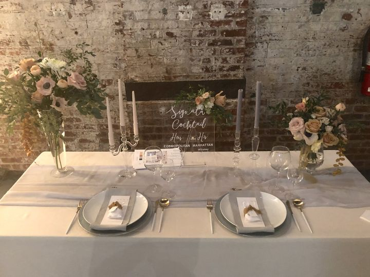 flying little birds table setting and floral design 08 51 1030011