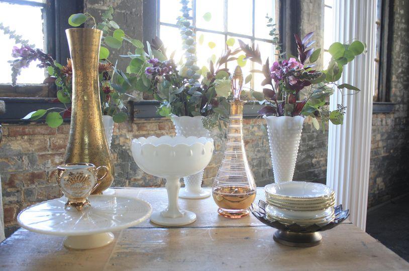 vignette vintage event rental cake table