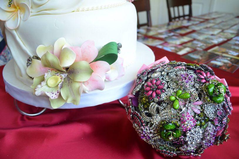 hawaiian cake and bouquet