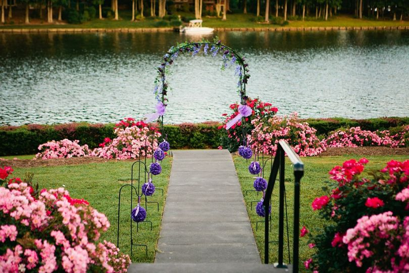 Lakefront wedding space