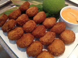 Mini Crab Cakes with Roasted Garlic Aioli