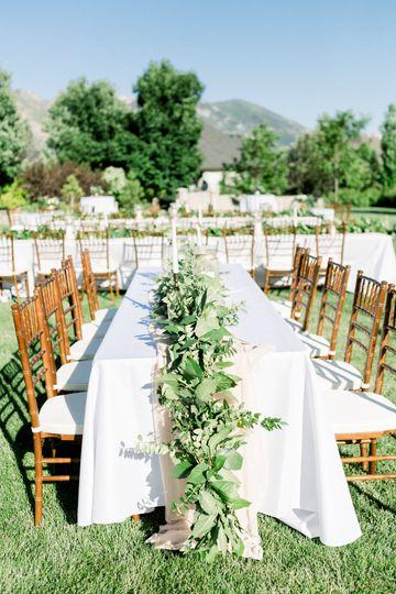 Table garland centerpiece