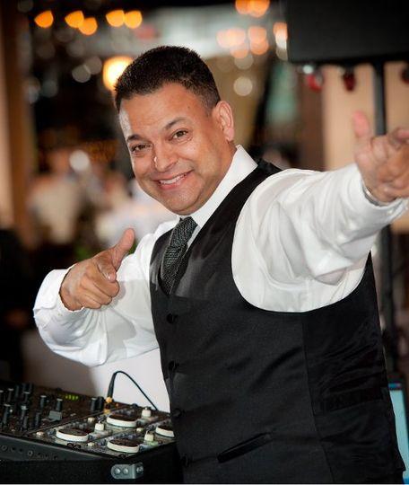 Dj Izzie Entertainment-Tampa bay Dj & Uplighting Services