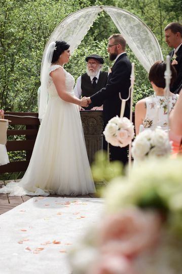 Outdoor wedding ceremony deck