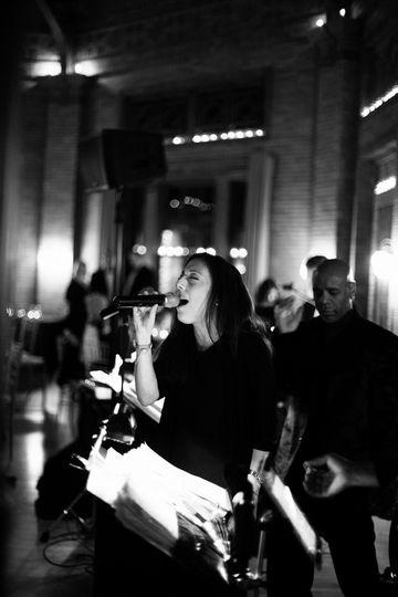 manon singer 2 black and white cafe brauer stu 1 2