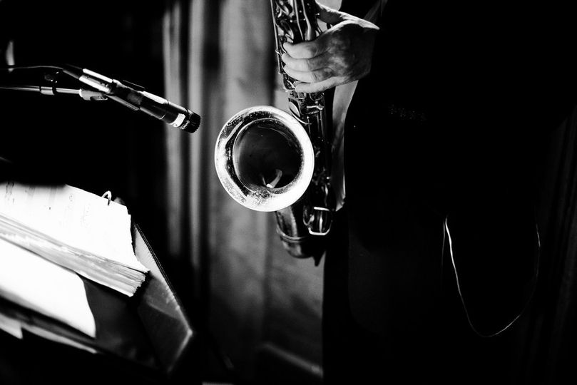 sax horn no face black and white cafe brauer stu