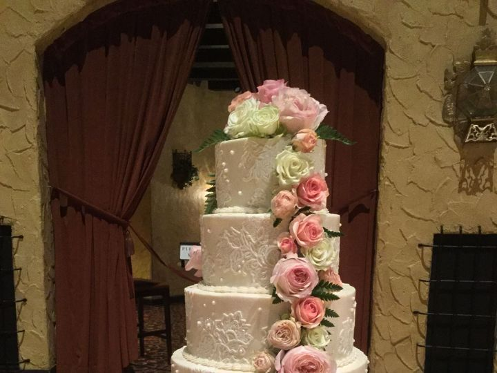 Tmx 1533755930 0e45348ca1af90ac 1533755926 73bd31e45bcaf292 1533755913416 12 IMG 0672 Fishers wedding cake