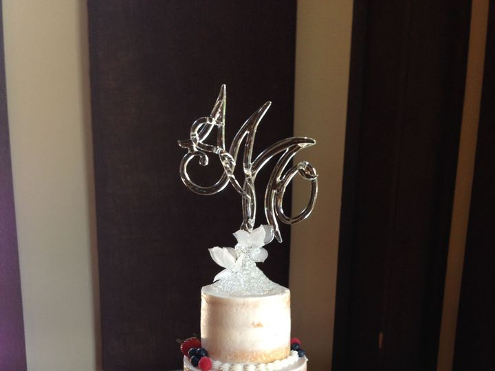 Tmx 1533755930 4000eb8ee5365487 1533755926 6a1f9c7580bd423b 1533755913417 14 IMG 2800 Fishers wedding cake